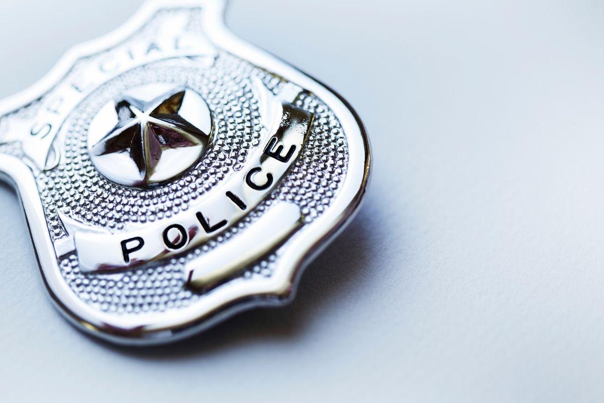 問題「凶悪な警官」