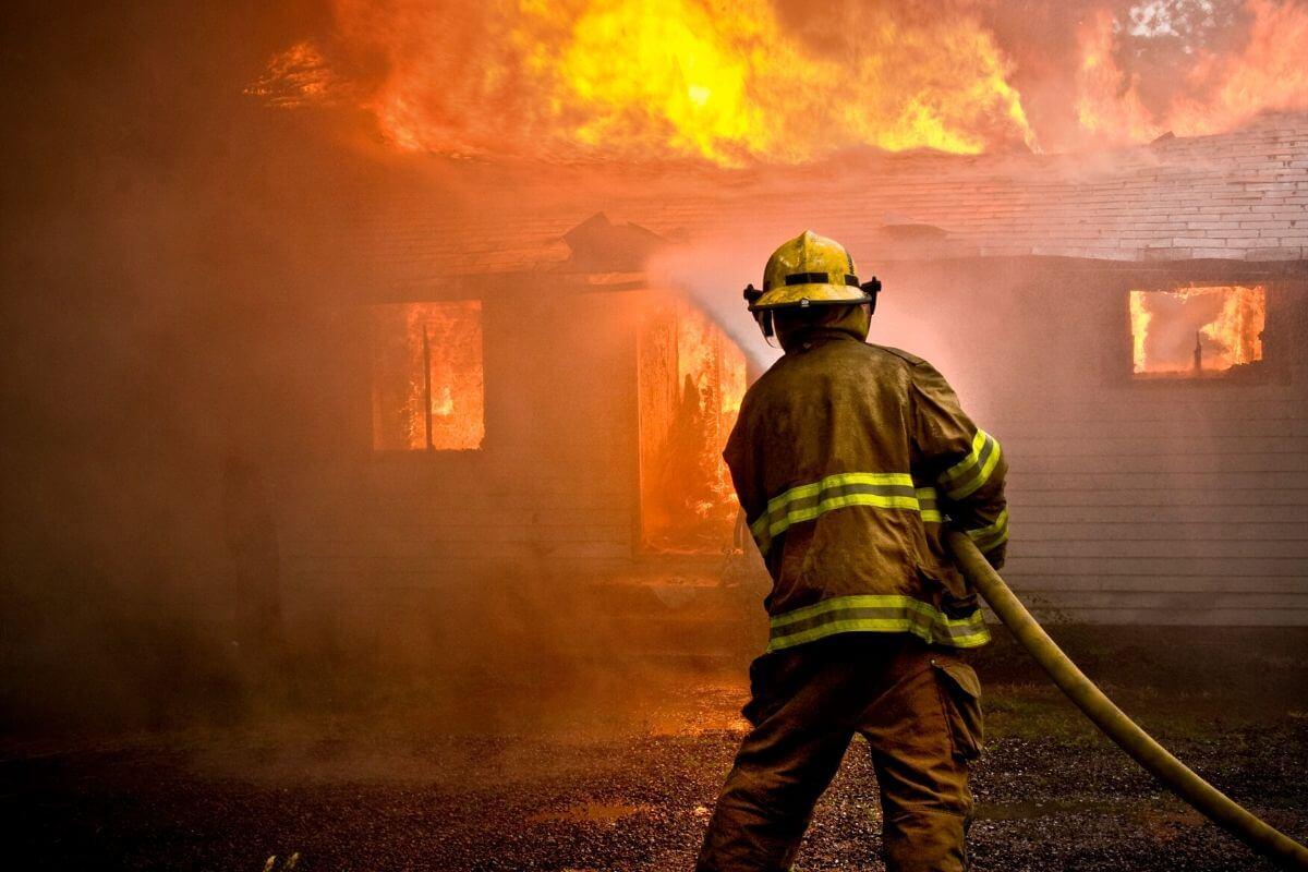 問題「消さない消防士」